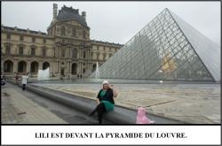Globe Théâtre - Lili Potier à Paris - La pyramide du Louvre