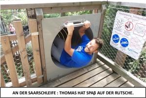 Globe Théâtre - Lili Engel im Saarland - Thomas auf der Rutsche